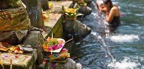 Die 8 Reinigungsmethoden des Yoga