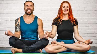 I370 208 yoga liebe achtsame beziehung
