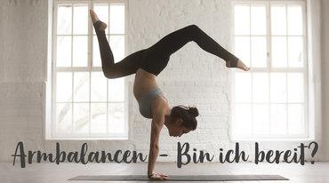 I370 208 yoga handstand balance