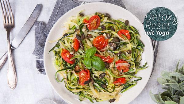 Zucchini-Nudeln mit Kürbiskernöl