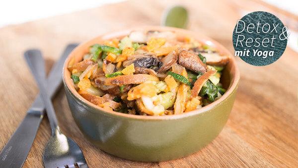 Lunchbowl mit Gemüse und Räuchertofu
