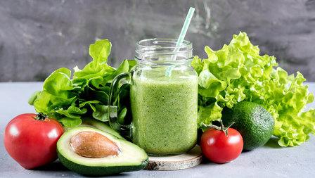 Medium avocado tomaten drink