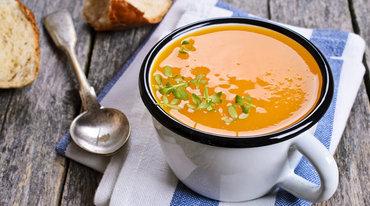 I370 208 kuerbis kokos suppe mit tofu und hanfsamen