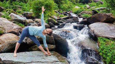 I370 208 yoga 5 asana gesundheit vital