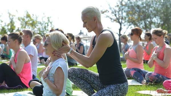 Large richtiger yogalehrer