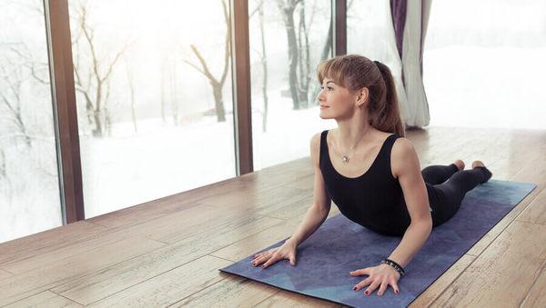Nie mehr frieren mit Yoga: Die besten Asanas gegen Kälte