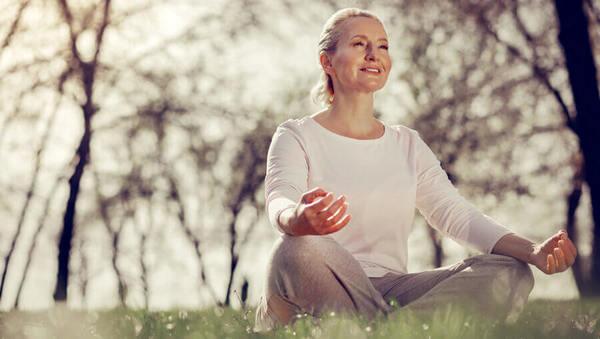 Yoga für alle: 3 Übungen für deine Mutter