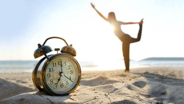 Happy Hour: Wann du am besten Yoga üben solltest
