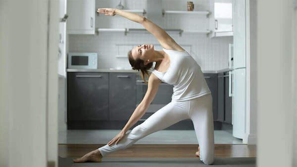 Wenig Platz? 7 Videos für Yoga auf kleinstem Raum