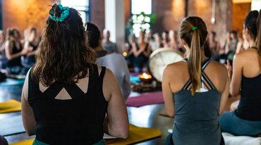 I370 208 yoga satsang mantra artikel 1521586451