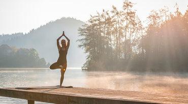 I370 208 yoga kurze praxis 15min header 1217945871