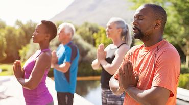 I370 208 yoga ruanda afrika header 1153408174