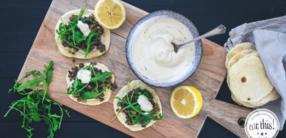 Linsen Tacos mit Tahin Joghurt Dip und Rucola