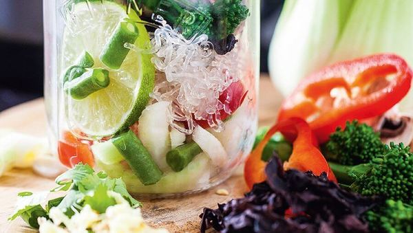 Rezept von Hemsley + Hemsley: Gemüsesuppe aus dem Glas