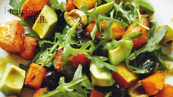 Deliciously Ella: Rucolasalat mit Kürbis und Avocado