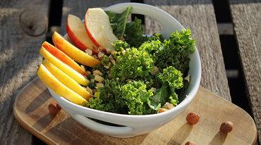 I370 208 apfel gr nkohl salat mit haseln ssen2