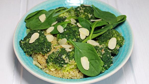Rezept: Warmer Brokkoli-Quinoa-Salat