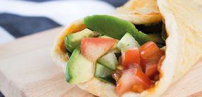 Dinkelwraps mit Avocado und Paprika Aufstrich