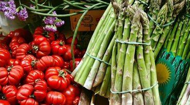 I370 208 gruener spargel salat