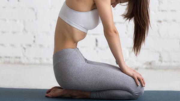 Alles über Uddiyana Bandha: Bedeutung, Anatomie und Yoga-Übungen