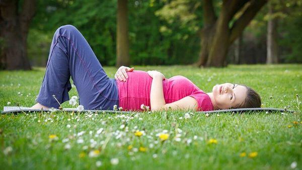 Mit Yoga entspannt durch die frühe Schwangerschaft