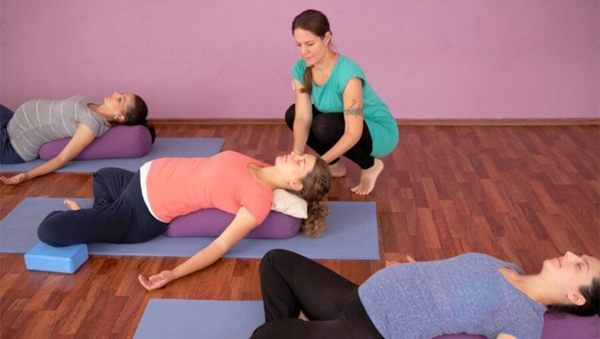 Large jana darmstadt yoga schwanger 01