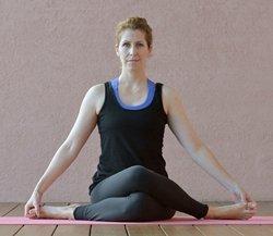 Yoga-Übung Gomukhasana