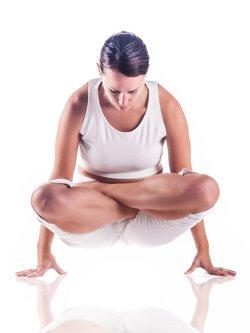 Yoga-Übung Kukkatasana