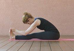 Yoga-Übung Paschimottanasana