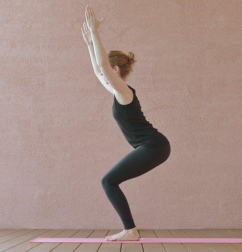 Yoga-Übung Stuhl