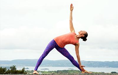 Artikel Yoga gegen Zähneknirschen Yogaübung Dreieck