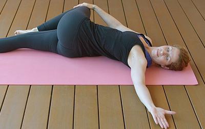 Artikel Yoga gegen Zähneknirschen Yogaübung Krokodil
