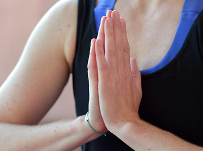 Anjali Mudra im Yoga: Kräftigung für die Handgelenke