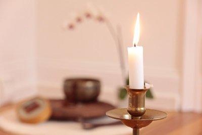 Klangschale und Kerze