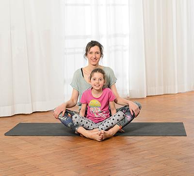 Eltern-Kind-Yoga – Baddha Konasana
