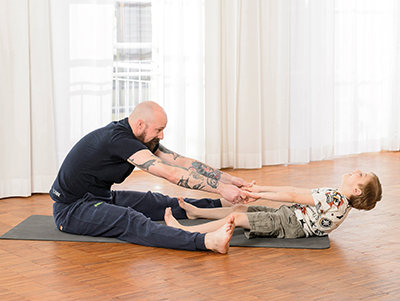 Eltern-Kind-Yoga – Säge
