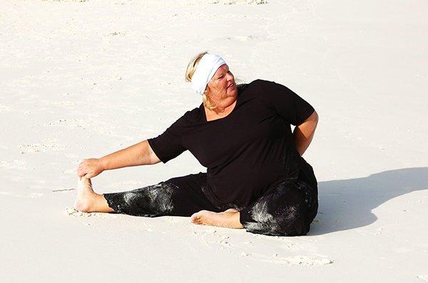 Yoga Asana sitzendes Dreieck für dicke Yogis