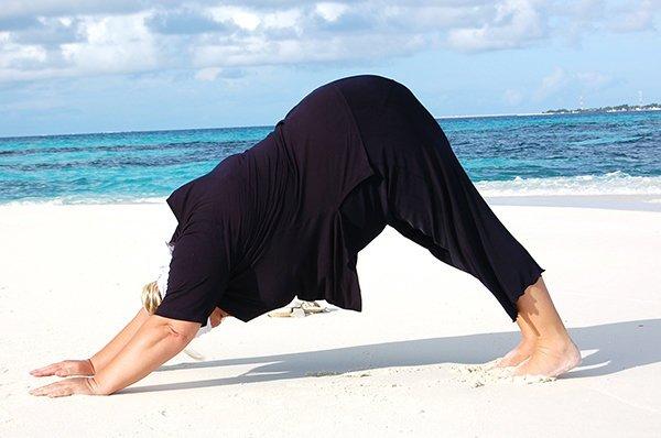 Yoga Asana herabschauender Hund für dicke Yogis