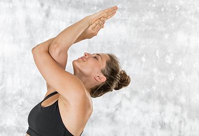 Adlerarme im Yoga
