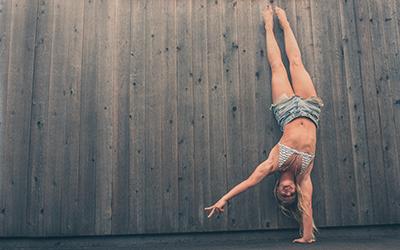 Yoga Eka Pada Sirsasana