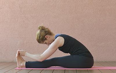 Yoga gegen Wut Vorbeuge