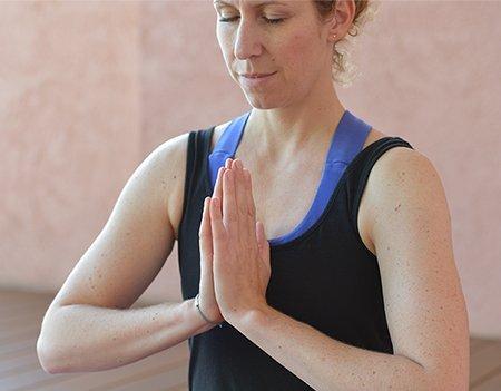 Die besten Yoga-Übungen für Weihnachten Bild Anjali Mudra