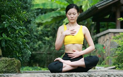Neurogenes Zittern gegen Stress: Achtsame Meditation