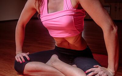 Die 5 skurrilsten Asanas und Yoga-Praktiken Nauli