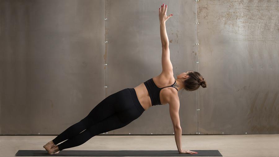 Yoga Seitstütz gegen Unterbauchfett