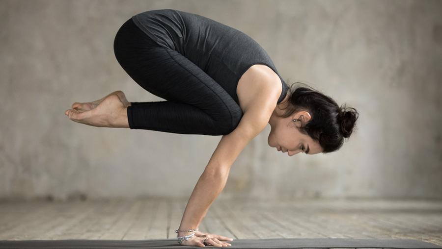 Yoga-Übung Krähe Bakasana