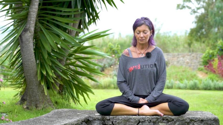 Yoga Video Tantrischer Pranayama: Eine Meditation für mehr Selbstliebe