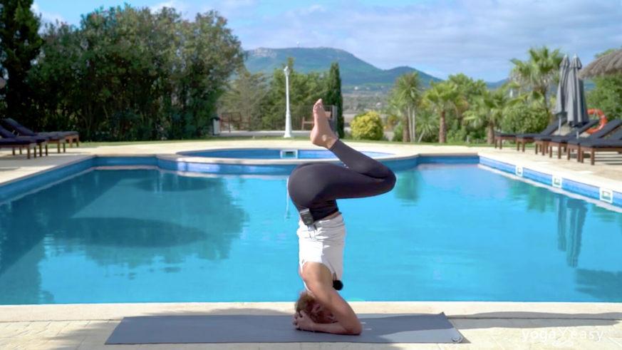 Yoga Video Tutorial: Schritt für Schritt zum halben Kopfstand