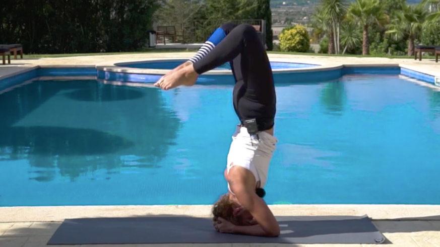 Fill 873 491 yoga kopfstand tutorial kerstin linnartz still