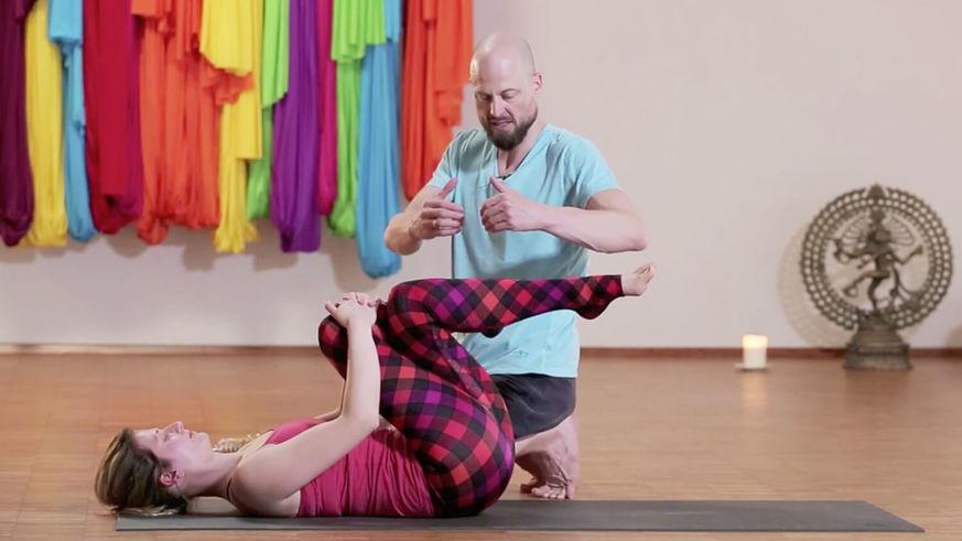 Yoga Video Yogatherapie: Erste Hilfe für den Rücken